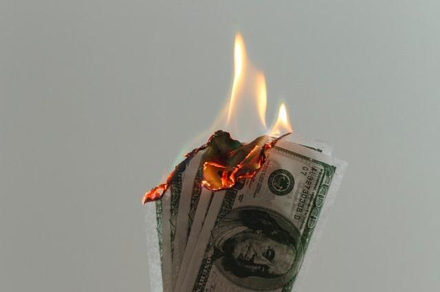 Palące się pieniądze